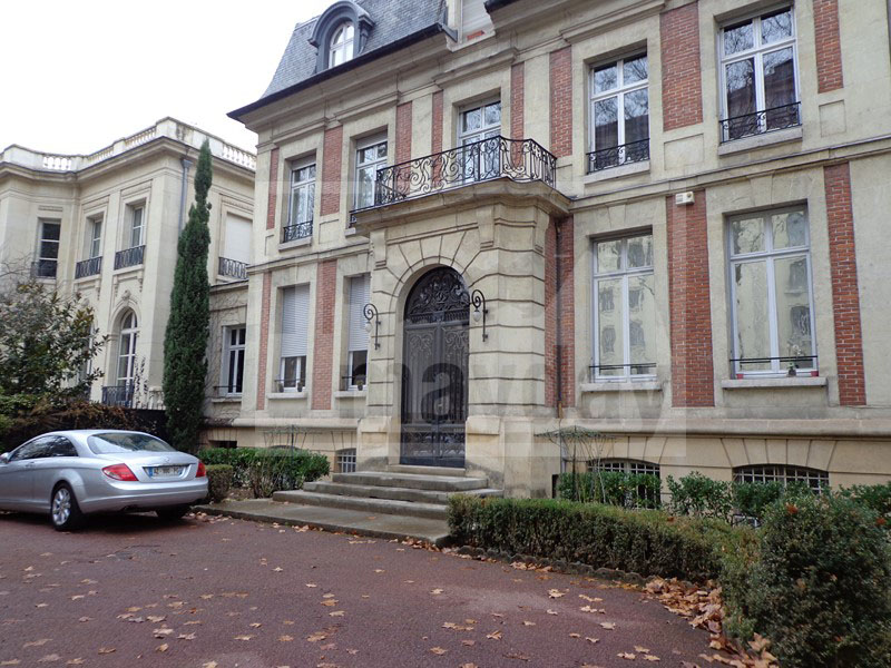 RAV0201 facade 1