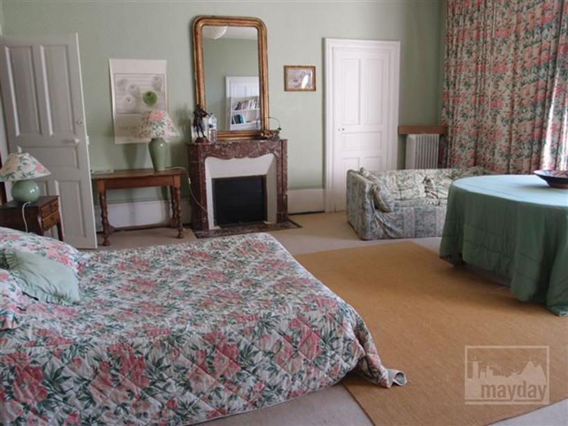 clav0015-manoir-19eme-bourgogne-chambre-4