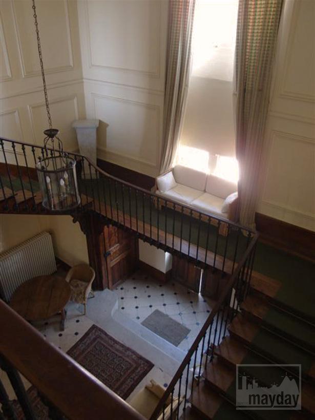 clav0015-manoir-19eme-bourgogne-escalier