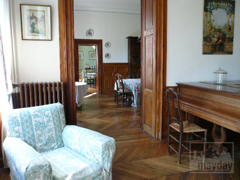 clav0015-manoir-19eme-bourgogne-salon-1