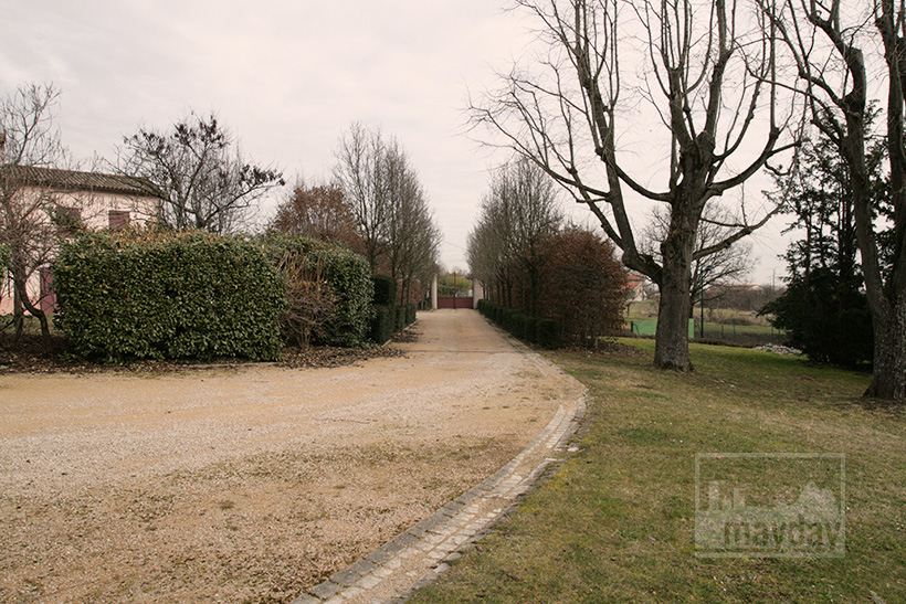clav0020-domaine-tour-haras-allee