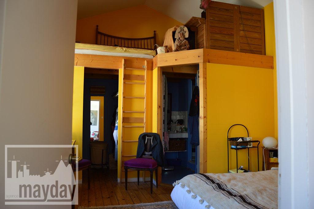 Appart atelier - chambre jaune