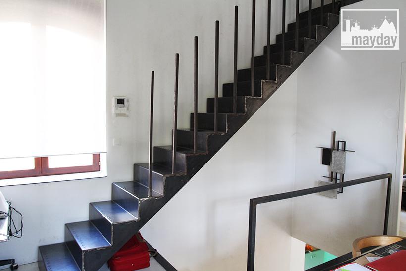 clav0022-maison-brut-en-boite-escalier-2