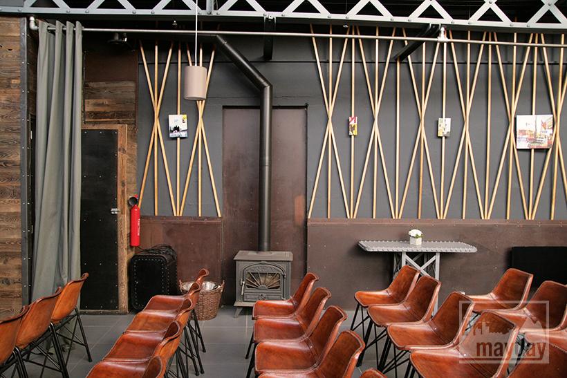 clav0027-loft-espace-multiformes-salle-reunion-cheminee