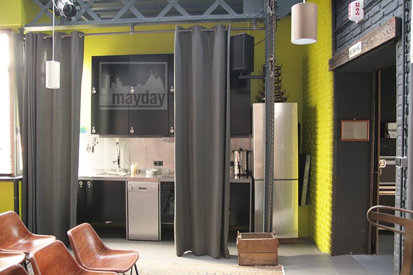 clav0027-loft-espace-multiformes-salle-reunion-cuisine