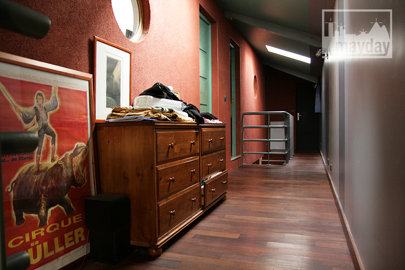 clav0028-maison-ville-grande-baie-vitree-couloir-etage
