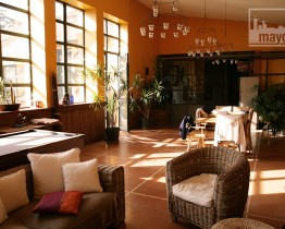 clav0028-maison-ville-grande-baie-vitree-salon-1