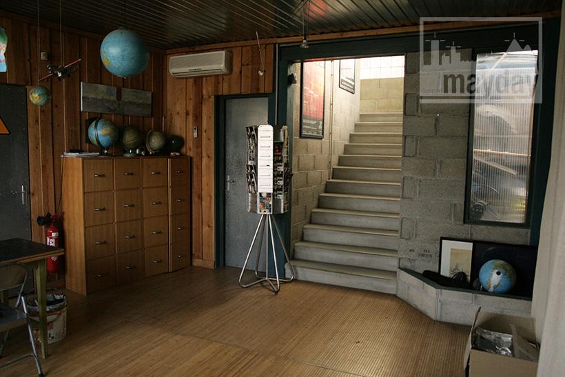 bureau moderne dans un atelier clav0029 agence mayday rep rage de d cors recherche de. Black Bedroom Furniture Sets. Home Design Ideas