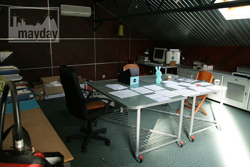 Modern office in a workshop clav0029 Agence Mayday scouting