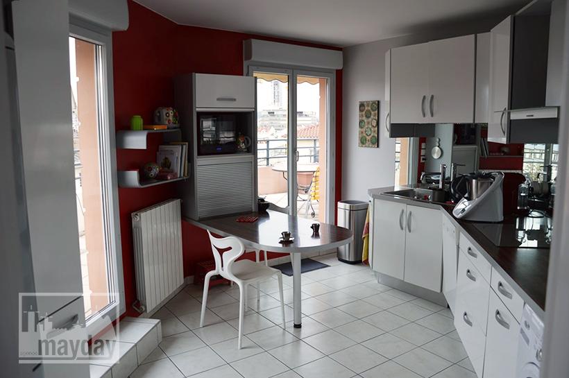 rav0019-appartement-terrasse-vue-cuisine-1