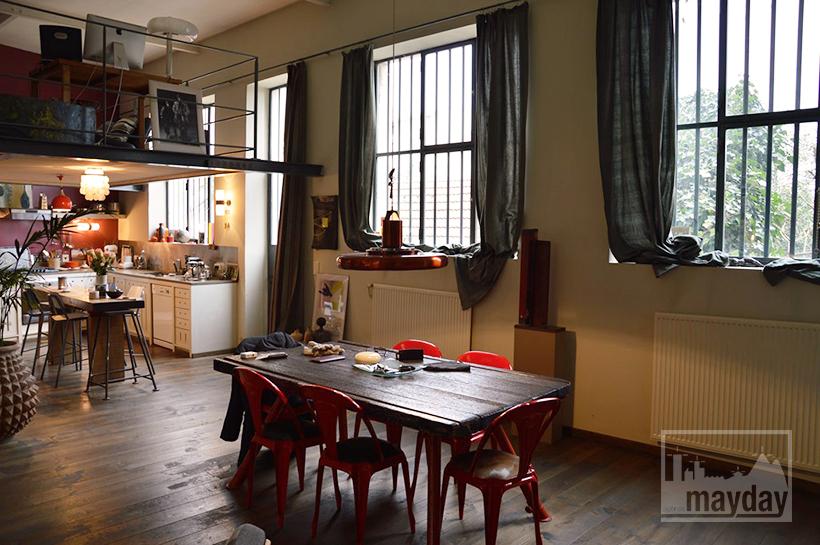 loft avec cour rav0020 agence mayday rep rage de d cors recherche de d cors pour vos. Black Bedroom Furniture Sets. Home Design Ideas