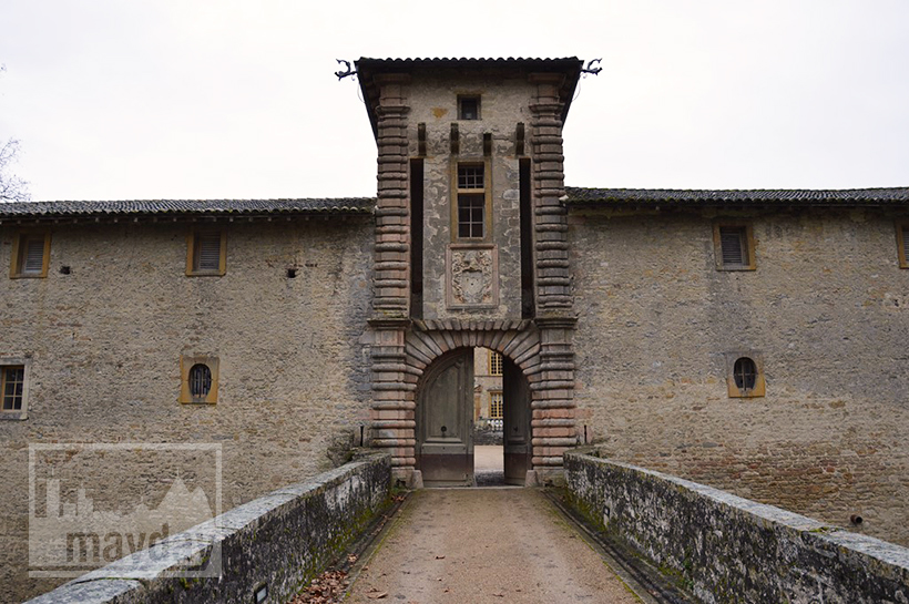 rav0501-chateau-italie-beaujolais-allee-2