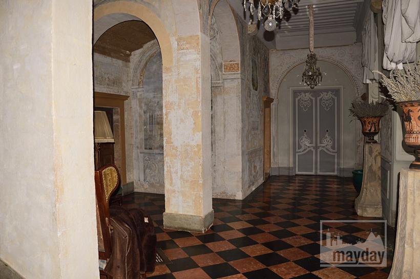rav0501-chateau-italie-beaujolais-couloir-1