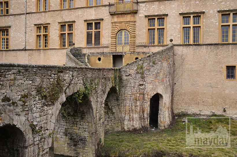 rav0501-chateau-italie-beaujolais-entree-1