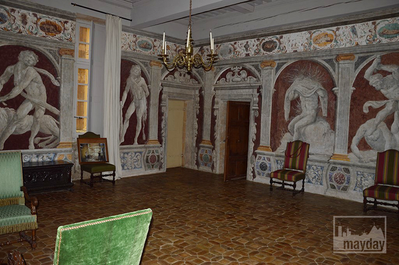 rav0501-chateau-italie-beaujolais-fresque-2