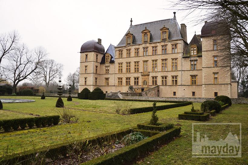 rav0501-chateau-italie-beaujolais-jardin-1
