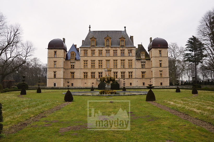 rav0501-chateau-italie-beaujolais-jardin-2