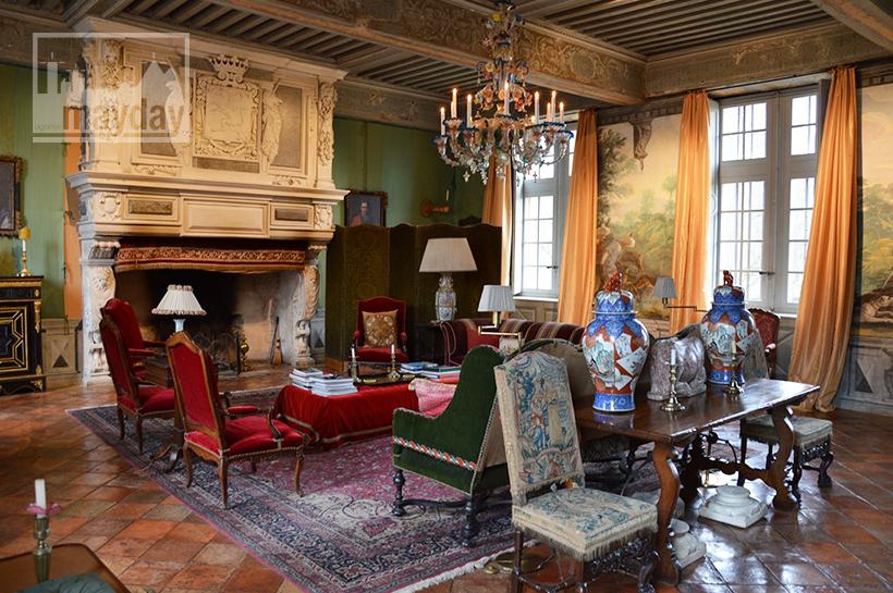 rav0501-chateau-italie-beaujolais-salon-1