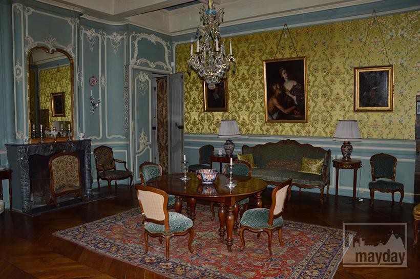 rav0501-chateau-italie-beaujolais-salon-soierie