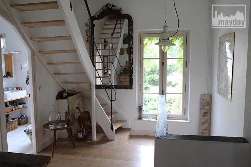 clav0038-maison-feuillue-d'artiste-escalier-1