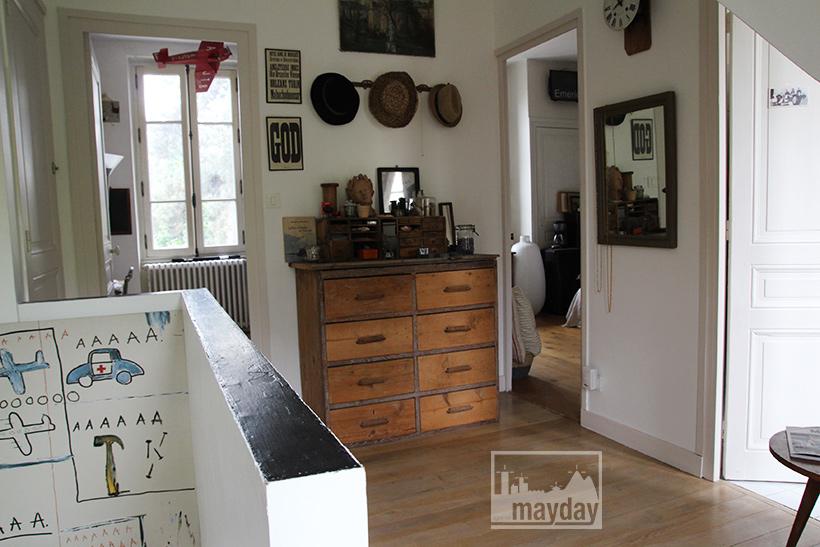 clav0038-maison-feuillue-d'artiste-escalier-2