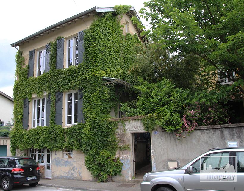 clav0038-maison-feuillue-d'artiste-facade-2