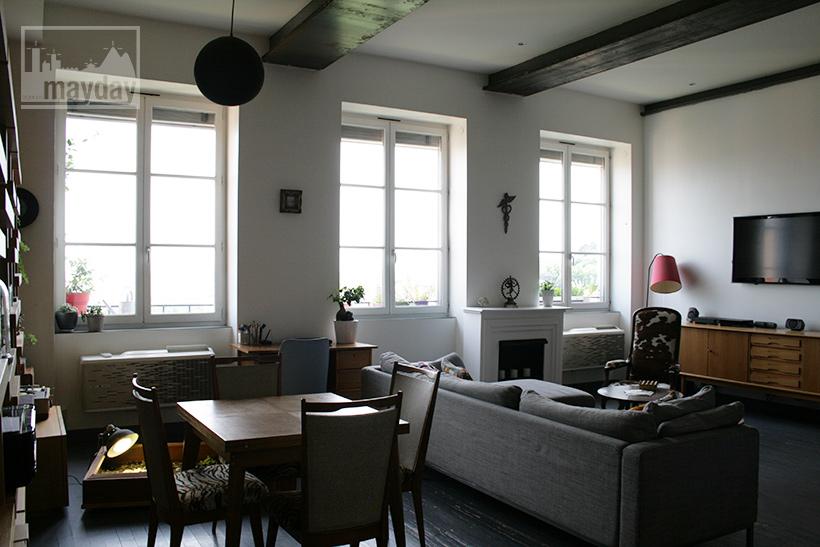 petit loft 50 s avec vue sur lyon jean0023 agence mayday rep rage de d cors recherche de. Black Bedroom Furniture Sets. Home Design Ideas