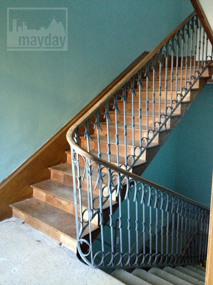 clav0034-prieure-renove-romantique-escalier