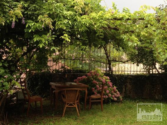 clav0034-prieure-renove-romantique-terrasse