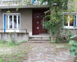 clav0040-maison-50s-ouverte-entree-1