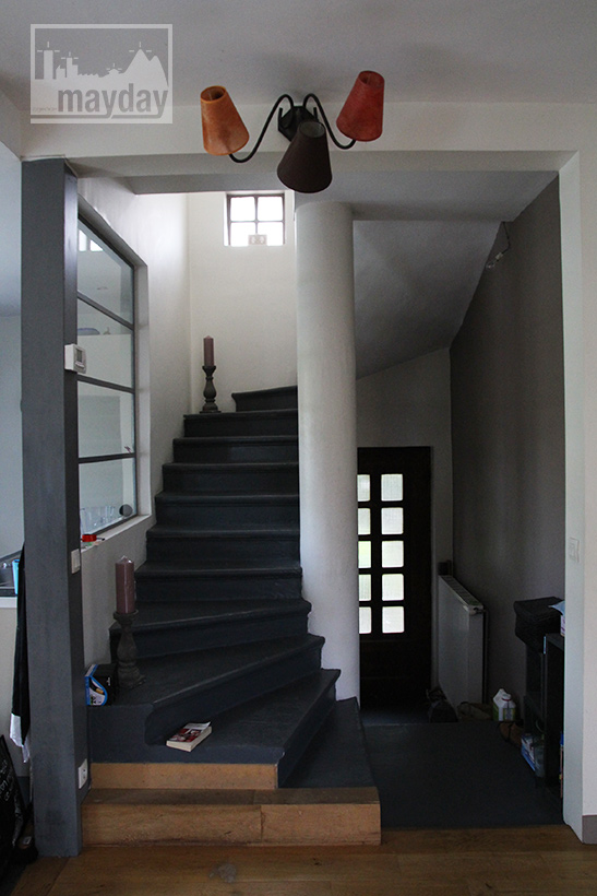 clav0040-maison-50s-ouverte-escalier-1