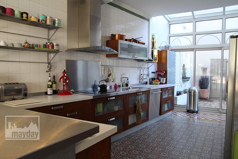 clav0045-demeure-19eme-famille-moderne-cuisine-1