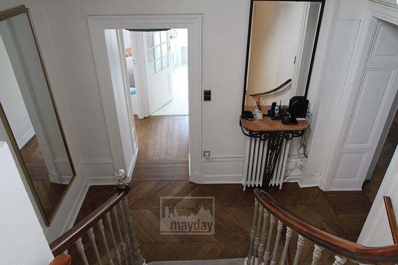 clav0045-demeure-19eme-famille-moderne-escalier