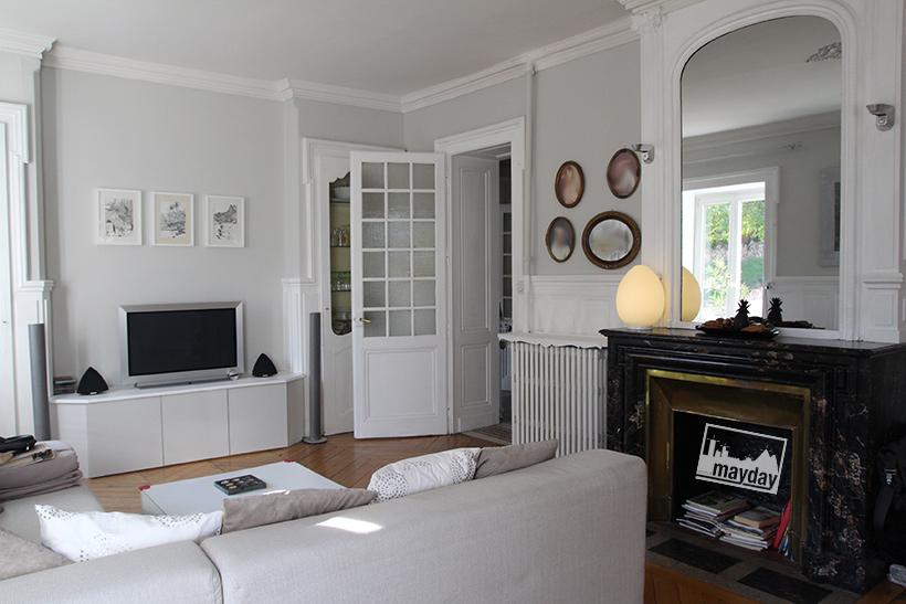 clav0045-demeure-19eme-famille-moderne-salon-1