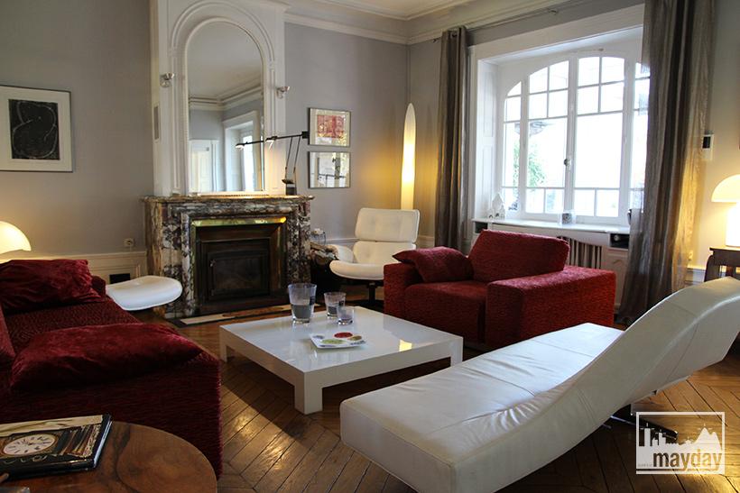 clav0045-demeure-19eme-famille-moderne-salon-3