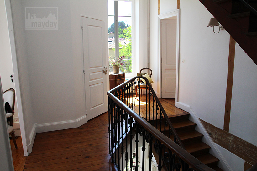 clav0050-maison-francaise-de-charme-escalier