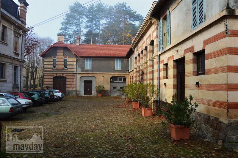 Cour arriere chateau RAV0501
