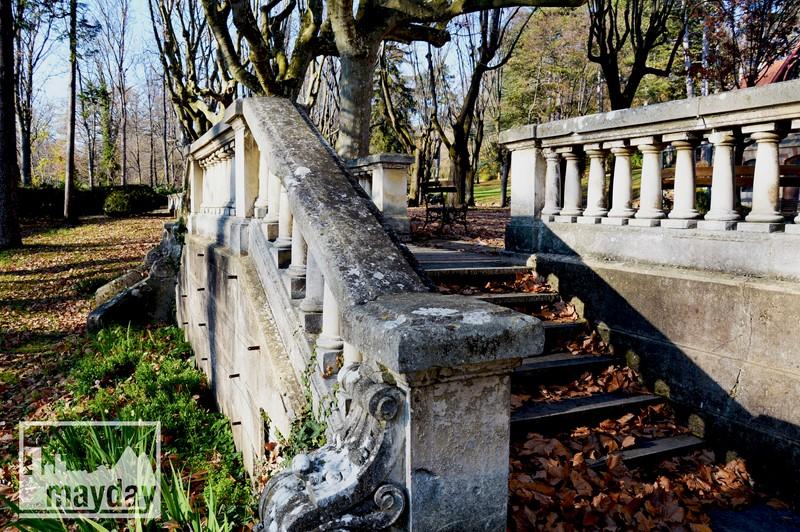 Escaliers parc chateau RAV0501