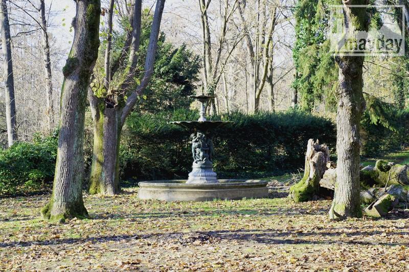 Fontaine parc chateau RAV0501