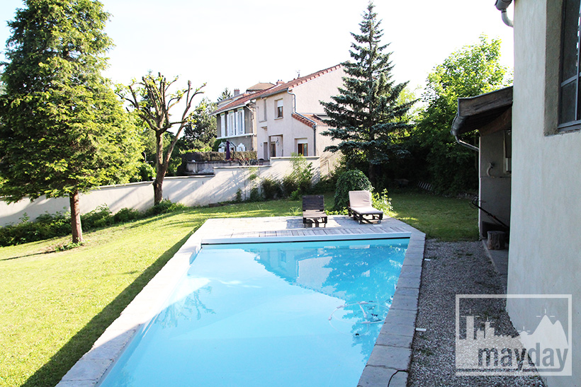 clav0057-maison-triangulaire-ext-piscine