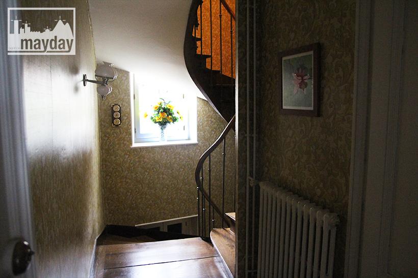 clav0060-maison-officier-int-escalier-2