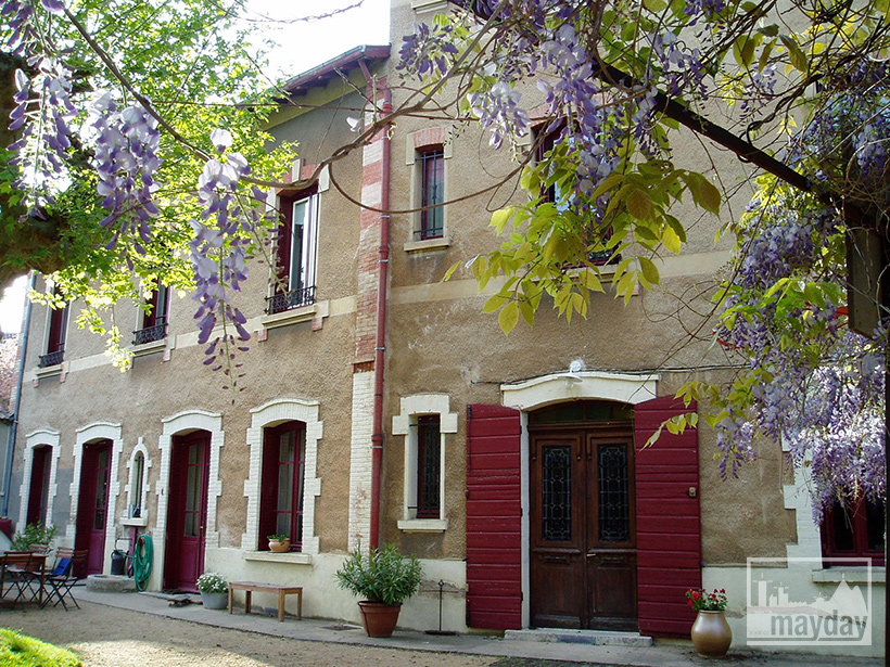 clav0062-maison-pigeonnier-facade-ete