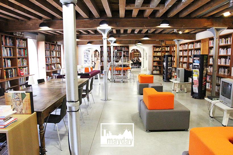 biblioth que en boiserie moderne lyon clav0087g agence mayday rep rage de d cors. Black Bedroom Furniture Sets. Home Design Ideas