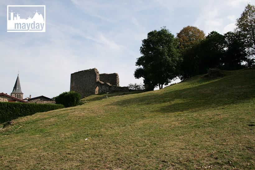 clav0113-village-ruine-monts-du-lyonnais-2