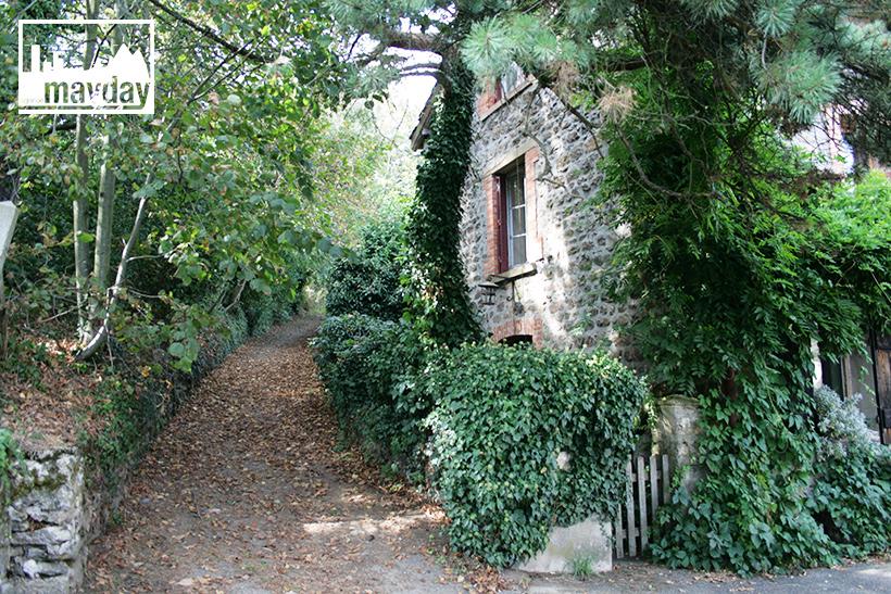 clav0113-village-ruine-monts-du-lyonnais-4