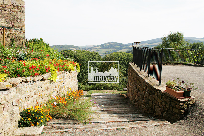 clav0113-village-ruine-monts-du-lyonnais-6