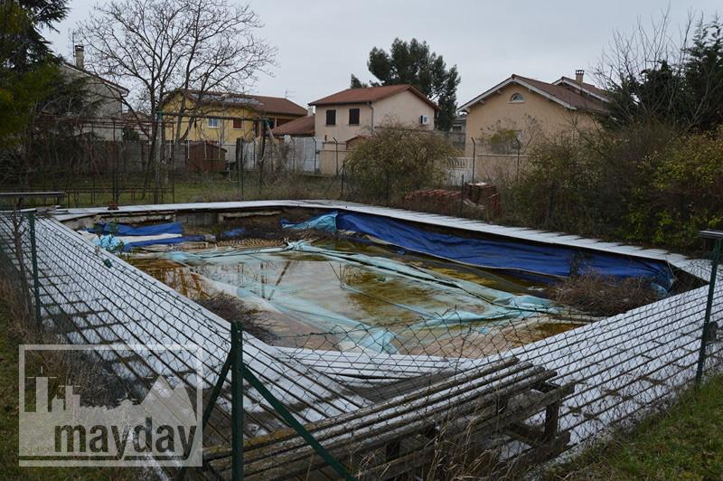 rav0212 - piscine abandonnée