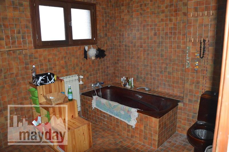 rav0212 - salle de bain voisin