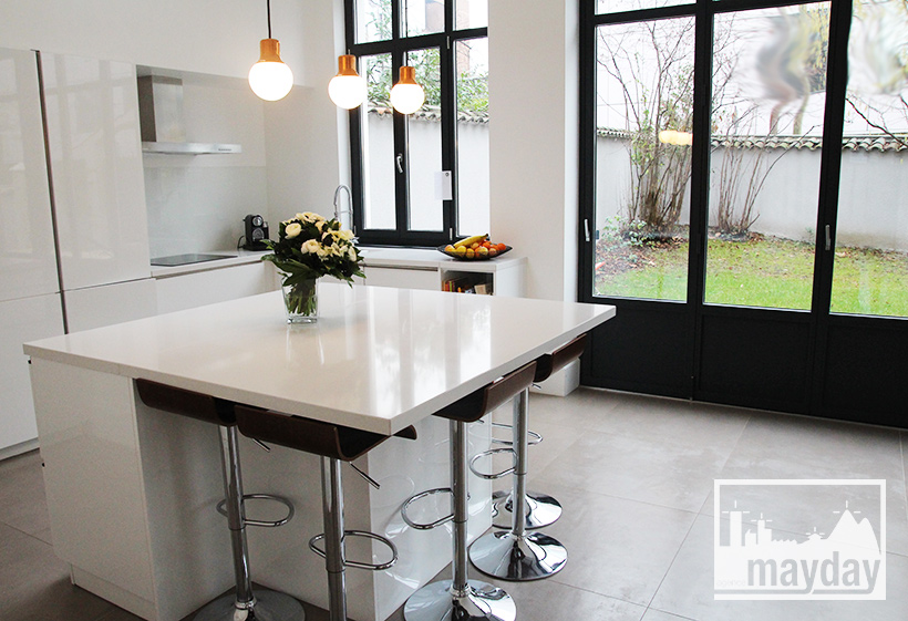 A Modern Kitchen In A Veranda Clav0054a Agence Mayday